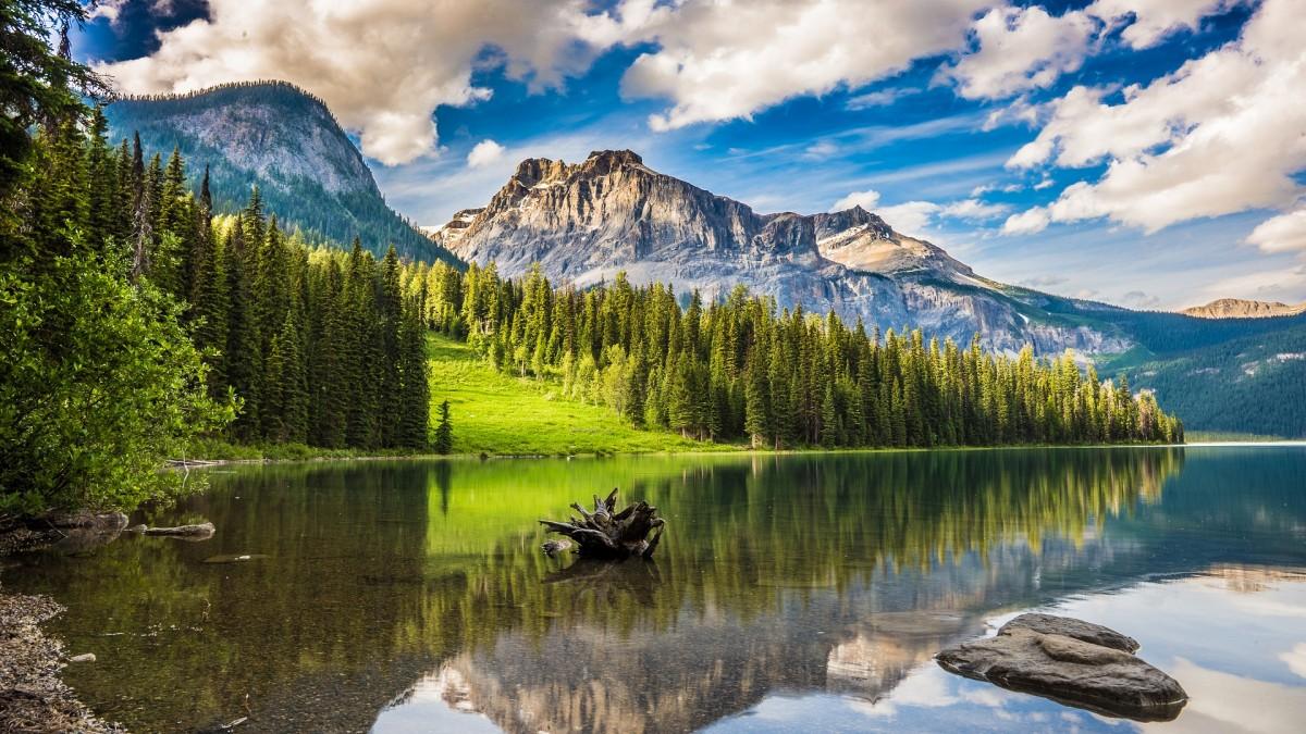 Puzzle Recueillir des puzzles en ligne - Lake among mountains