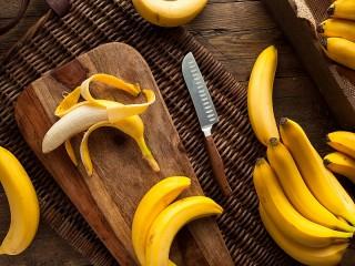 Собирать пазл Bananas and a knife онлайн