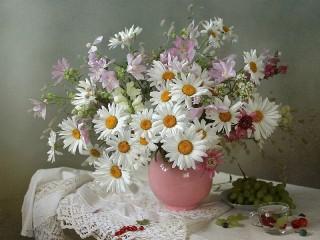 Собирать пазл A bouquet of daisies онлайн