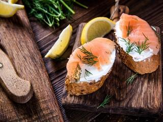 Собирать пазл Sandwiches with fish онлайн