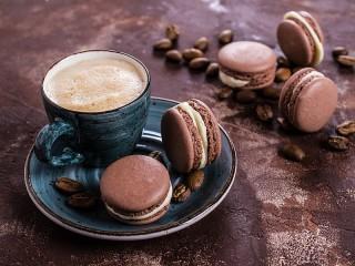 Собирать пазл Coffee and macarons онлайн