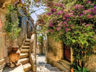 Собирать пазл Village in Provence онлайн