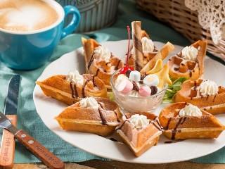 Собирать пазл Dessert waffles онлайн