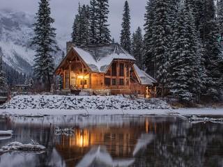 Собирать пазл The house on the lake онлайн
