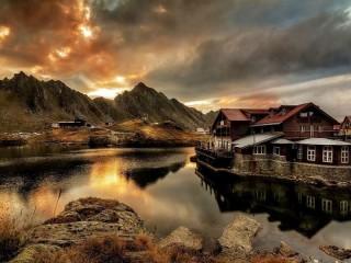Собирать пазл House in the mountains онлайн