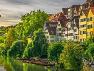 Собирать пазл Houses and boats онлайн