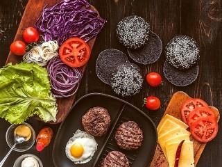Собирать пазл Cook burgers онлайн