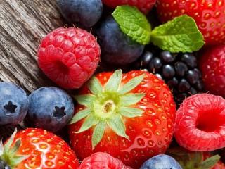 Собирать пазл Large berries онлайн