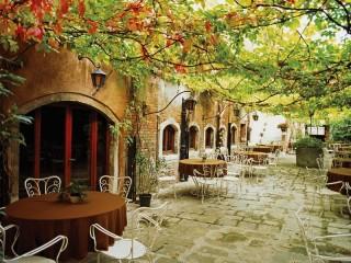 Собирать пазл Letnee kafe v Italii онлайн
