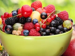 Собирать пазл Summer berries онлайн
