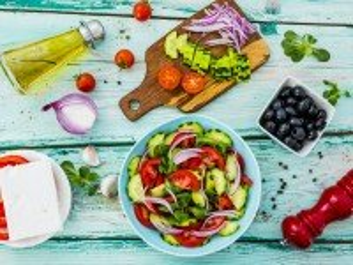Собирать пазл Letniy salat онлайн