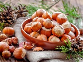 Собирать пазл Still life with nuts онлайн