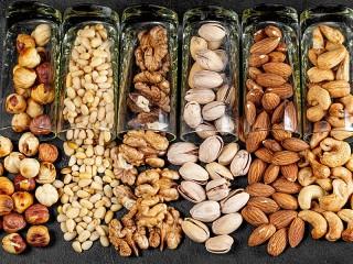 Собирать пазл Nuts in cups онлайн