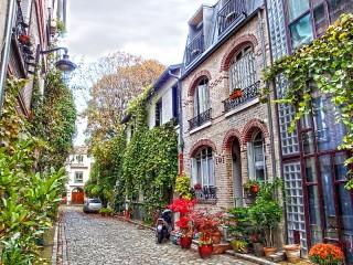 Собирать пазл The alleys of Montmartre онлайн
