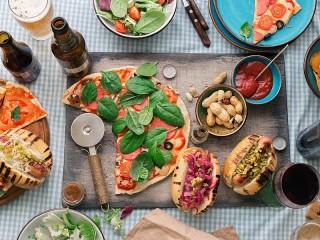 Собирать пазл Pizza and sandwiches онлайн