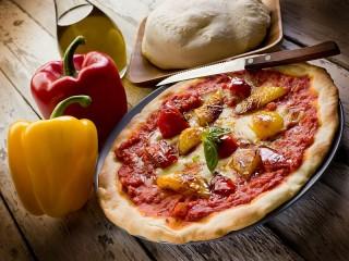 Собирать пазл Pizza with pepper онлайн