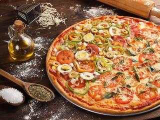 Собирать пазл Pizza with egg онлайн