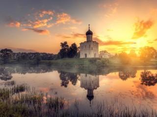 Собирать пазл Sunrise at Nerl River онлайн