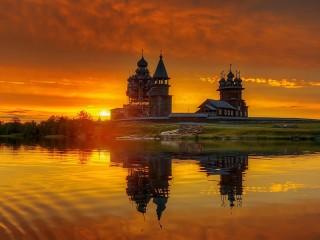 Собирать пазл Sunrise in Kizhi онлайн