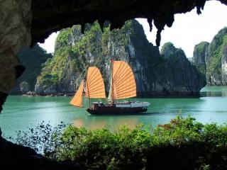 Собирать пазл river mountain sail онлайн