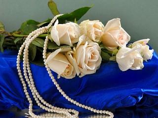 Собирать пазл Roses and pearls онлайн