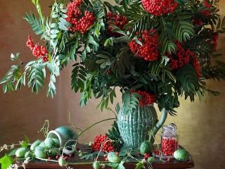 Собирать пазл Rowan in a vase онлайн