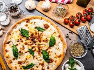 Собирать пазл Cheese pizza онлайн