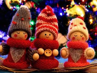 Собирать пазл Three dolls онлайн