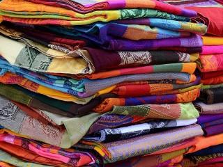 Собирать пазл Colorful cloth онлайн