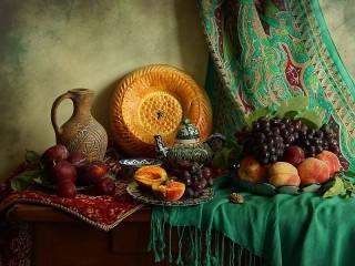 Собирать пазл Grapes and peaches онлайн