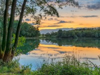 Собирать пазл Sunset over the lake онлайн